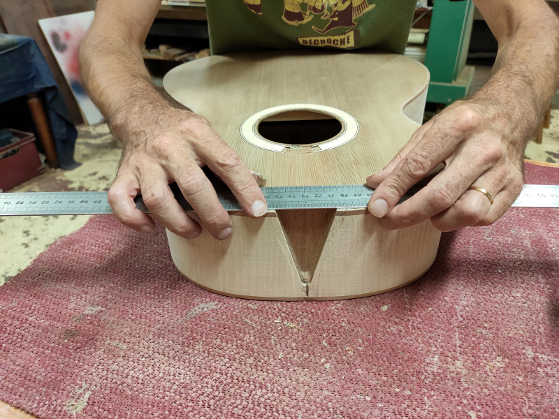 MAYA - Guitare Classique - Création originale d'Hervé Bérardet, artisan luthier à Bordeaux - Hervé BERARDET Artisan Luthier, atelier Guitare et Création - Luthier Bordeaux