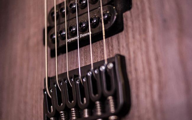 KYÔ - Guitare électrique type Baryton
