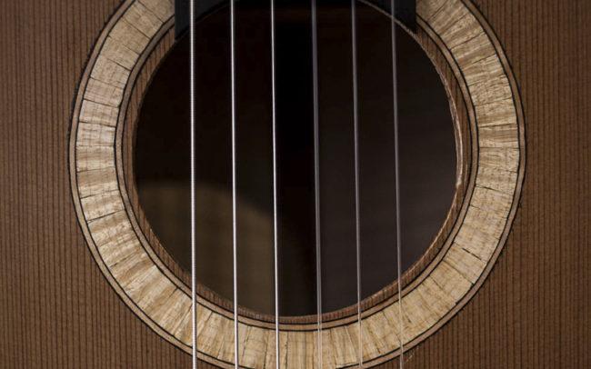 MAYA - Guitare electro acoustique - Création originale d'Hervé Bérardet, artisan luthier à Bordeaux - ©Carolyn.Caro - luthier guitare bordeaux luthier bordeaux -
