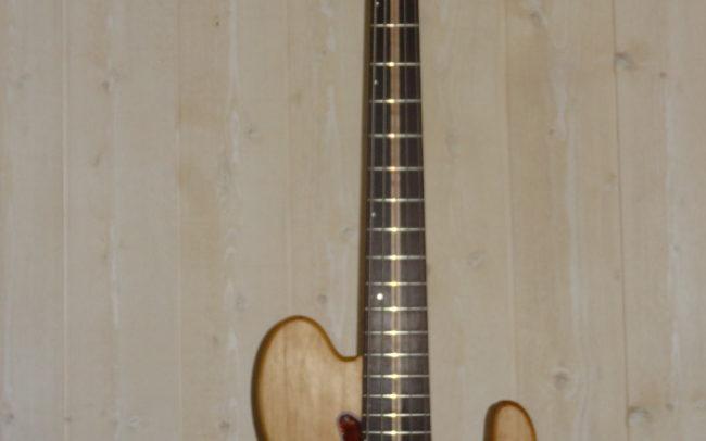 Stage#30 type Basse Precision 5 cordes 2018 de Elie - Hervé BERARDET Artisan Luthier, atelier Guitare et Création