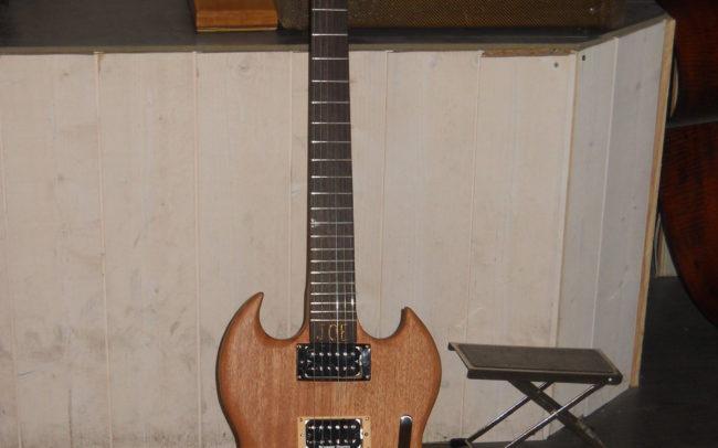 Stage#4 - type SG en 2013 de Joe chez Hervé BERARDET Artisan Luthier, atelier Guitare et Création