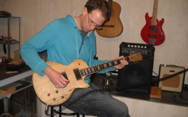 Stage#6 - type LP en 2013 de Guillaume chez Hervé BERARDET Artisan Luthier, atelier Guitare et Création