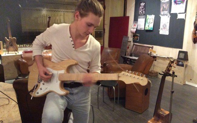 Stage#13 - type Strato en 2015 de Thibaud chez Hervé BERARDET Artisan Luthier, atelier Guitare et Création