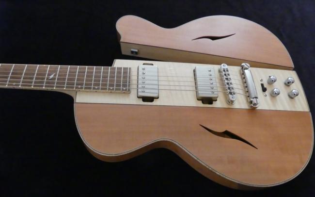 Osiris, Guitare Voyageuse et Modulaire - réalisée par Hervé BERARDET Artisan Luthier, atelier Guitare et Création - pan poirier ouvert