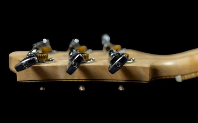 Guitare Osiris, Guitare Voyageuse et Modulaire - réalisée par Hervé BERARDET Maître Artisan Luthier, atelier Guitare et Création - @ Crédits Photos : Philippe Marzat - Centre Poirier et micro Charlie Christian 7