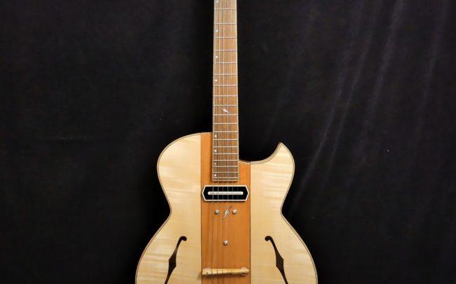 Guitare Osiris, Guitare Voyageuse et Modulaire - réalisée par Hervé BERARDET Maître Artisan Luthier, atelier Guitare et Création - Tous droits réservés - Centre Poirier + Erable - 1