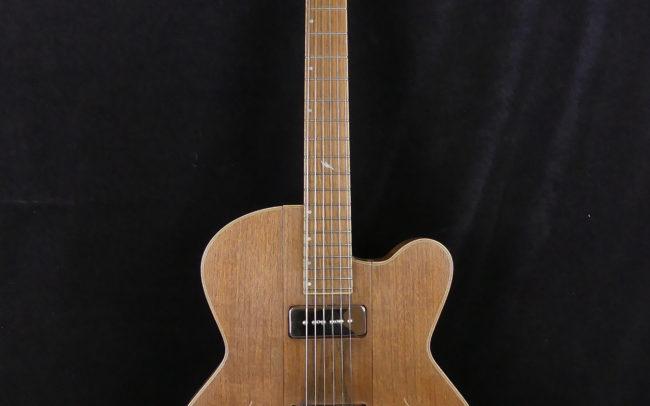 Guitare Osiris, Guitare Voyageuse et Modulaire - réalisée par Hervé BERARDET Maître Artisan Luthier, atelier Guitare et Création - Tous droits réservés - Tout noyer - 1