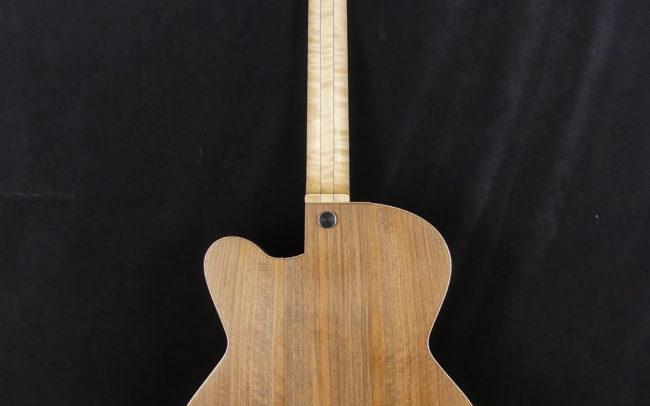 Guitare Osiris, Guitare Voyageuse et Modulaire - réalisée par Hervé BERARDET Maître Artisan Luthier, atelier Guitare et Création - Tous droits réservés - Tout noyer - 2