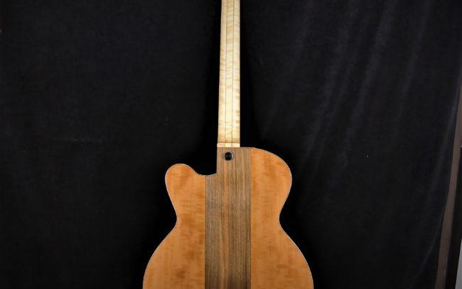Guitare Osiris, Guitare Voyageuse et Modulaire - réalisée par Hervé BERARDET Maître Artisan Luthier, atelier Guitare et Création - Tous droits réservés - Centre noyer + poirier - 2