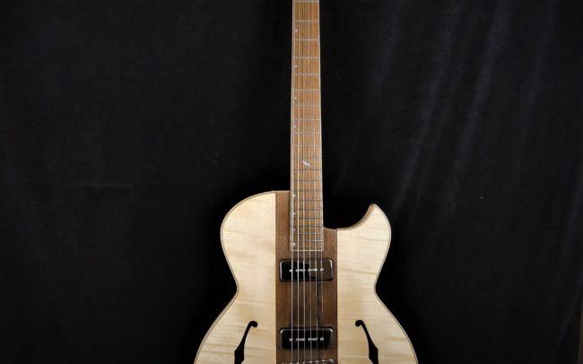 Guitare Osiris, Guitare Voyageuse et Modulaire - réalisée par Hervé BERARDET Maître Artisan Luthier, atelier Guitare et Création - Tous droits réservés - Centre noyer + érable - 1
