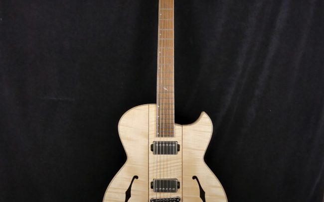 Guitare Osiris, Guitare Voyageuse et Modulaire - réalisée par Hervé BERARDET Maître Artisan Luthier, atelier Guitare et Création - Tous droits réservés - Tout érable - 1