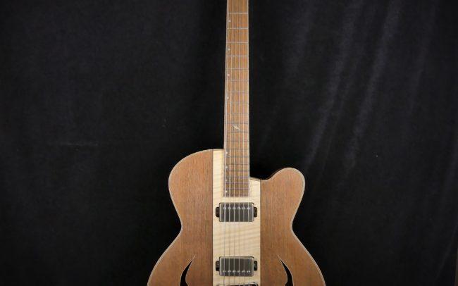 Guitare Osiris, Guitare Voyageuse et Modulaire - réalisée par Hervé BERARDET Maître Artisan Luthier, atelier Guitare et Création - Tous droits réservés - Centre érable + Noyer - 2