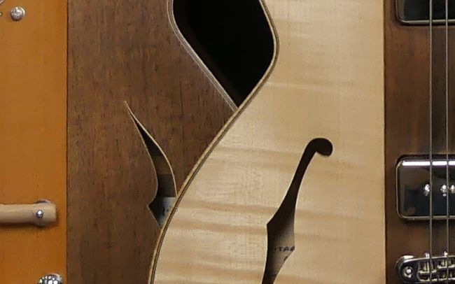 Guitare Osiris, Guitare Voyageuse et Modulaire - réalisée par Hervé BERARDET Maître Artisan Luthier, atelier Guitare et Création - Duo Osiris Centre Noyer 2