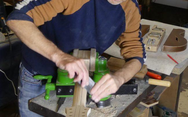 Guitare Osiris, Guitare Voyageuse et Modulaire - réalisée par Hervé BERARDET Maître Artisan Luthier, atelier Guitare et Création - Tous droits réservés - Manche Droitier-Gaucher en cours 3