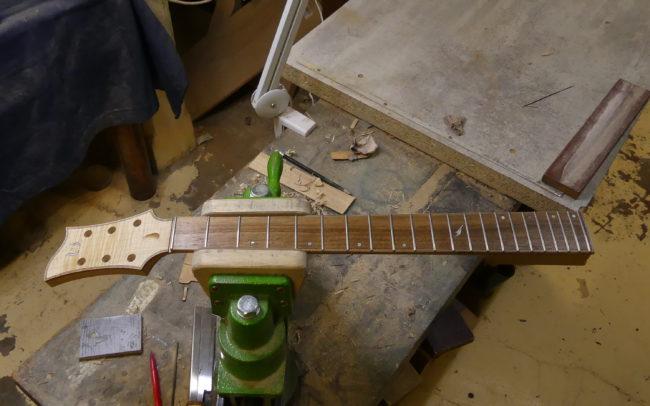 Guitare Osiris, Guitare Voyageuse et Modulaire - réalisée par Hervé BERARDET Maître Artisan Luthier, atelier Guitare et Création - Tous droits réservés - Manche Droitier-Gaucher en cours 7