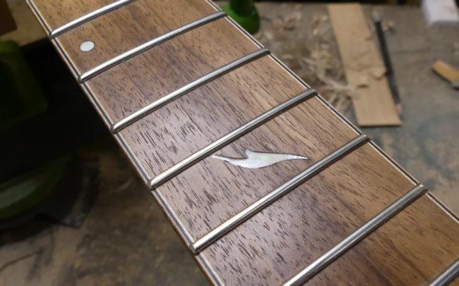 Guitare Osiris, Guitare Voyageuse et Modulaire - réalisée par Hervé BERARDET Maître Artisan Luthier, atelier Guitare et Création - Tous droits réservés - Manche Droitier-Gaucher en cours 10