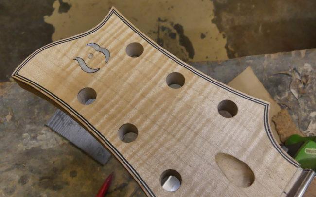 Guitare Osiris, Guitare Voyageuse et Modulaire - réalisée par Hervé BERARDET Maître Artisan Luthier, atelier Guitare et Création - Tous droits réservés - Manche Droitier-Gaucher en cours 16