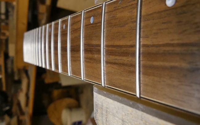 Guitare Osiris, Guitare Voyageuse et Modulaire - réalisée par Hervé BERARDET Maître Artisan Luthier, atelier Guitare et Création - Tous droits réservés - Manche Droitier-Gaucher en cours 8