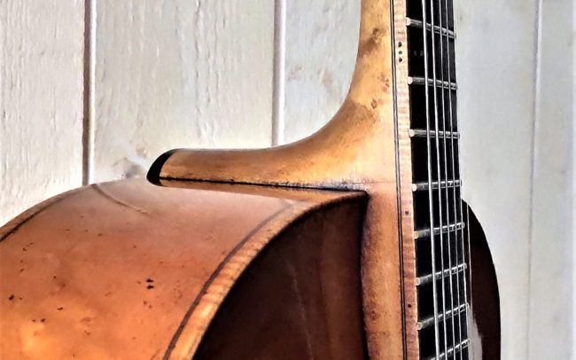 T.H.E. Guitare Jazz Archtop - Modèle Unique réalisée en collaboration avec Luthier du Quatuor Tony ECHAVIDRE - Hervé BERARDET Maître Artisan Luthier en Guitares-Jonction manche