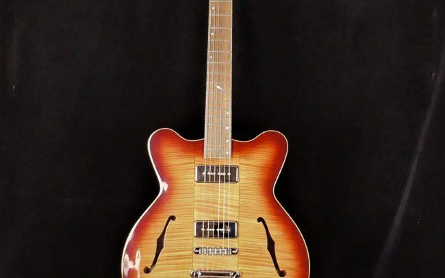 Guitare Osiris DC, Guitare Voyageuse et Modulaire - réalisée par Hervé BERARDET Maître Artisan Luthier, atelier Guitare et Création - @2021 - Tous droits réservés - Vue face