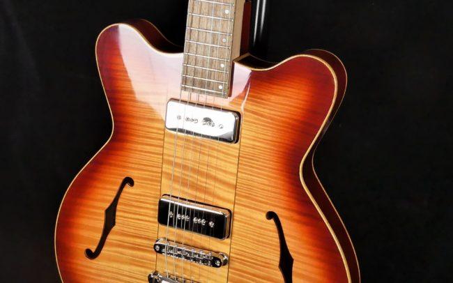 Guitare Osiris DC, Guitare Voyageuse et Modulaire - réalisée par Hervé BERARDET Maître Artisan Luthier, atelier Guitare et Création - Tous droits réservés @2021 - Caisse reflet