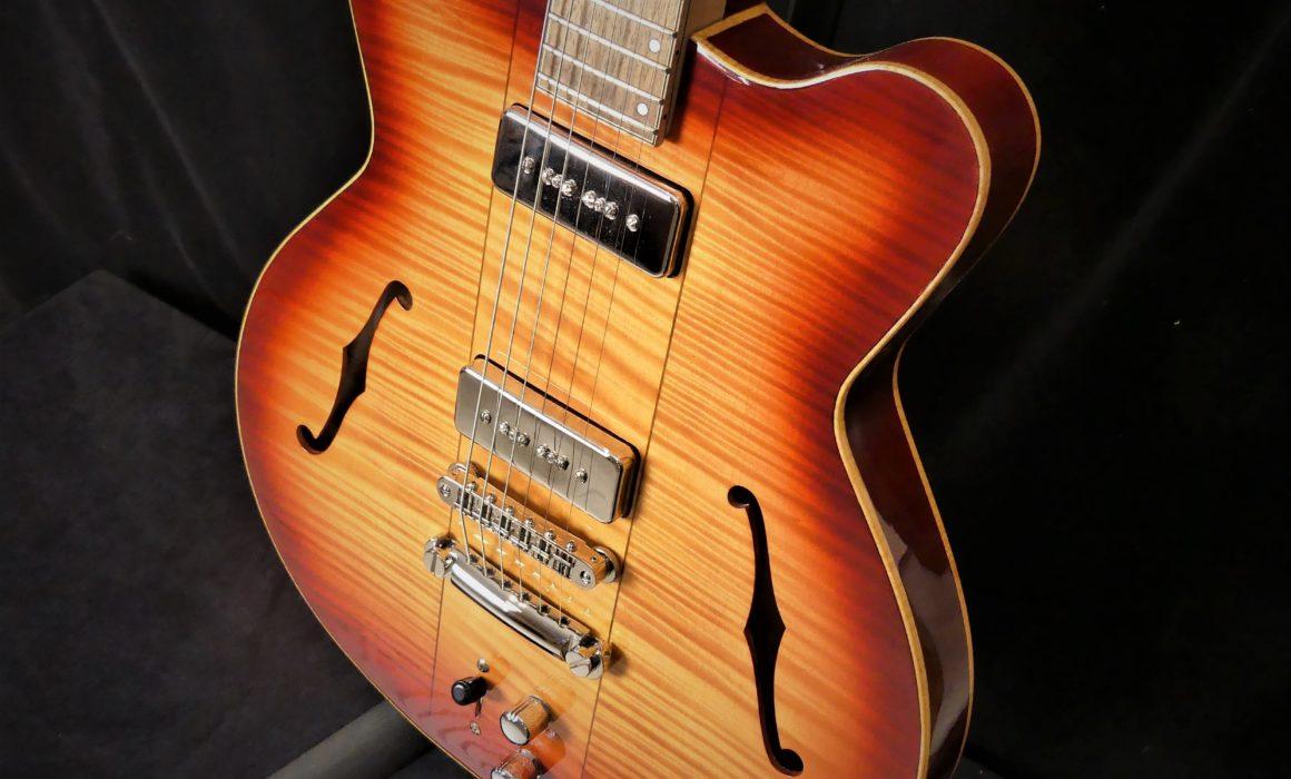 Guitare Osiris DC, Guitare Voyageuse et Modulaire - réalisée par Hervé BERARDET Maître Artisan Luthier, atelier Guitare et Création - Tous droits réservés @2021 - Caisse droite
