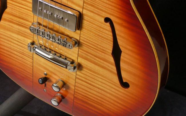 Guitare Osiris DC, Guitare Voyageuse et Modulaire - réalisée par Hervé BERARDET Maître Artisan Luthier, atelier Guitare et Création - @2021 - Tous droits réservés - Caisse bas droite