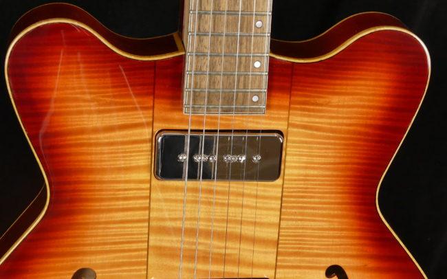 Guitare Osiris DC, Guitare Voyageuse et Modulaire - réalisée par Hervé BERARDET Maître Artisan Luthier, atelier Guitare et Création - Tous droits réservés @2021 - Haut Caisse