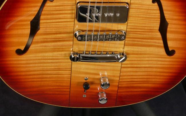 Guitare Osiris DC, Guitare Voyageuse et Modulaire - réalisée par Hervé BERARDET Maître Artisan Luthier, atelier Guitare et Création - @2021 - Tous droits réservés - Bas Caisse