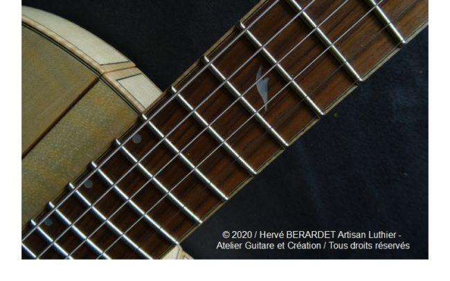 Osiris, Guitare Voyageuse et Modulaire - réalisée par Hervé BERARDET Artisan Luthier, atelier Guitare et Création - détail repère
