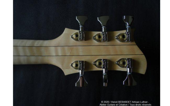 Osiris, Guitare Voyageuse et Modulaire - réalisée par Hervé BERARDET Artisan Luthier, atelier Guitare et Création - dos tête