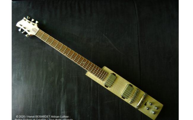 Osiris, Guitare Voyageuse et Modulaire - réalisée par Hervé BERARDET Artisan Luthier, atelier Guitare et Création - en bâton érable