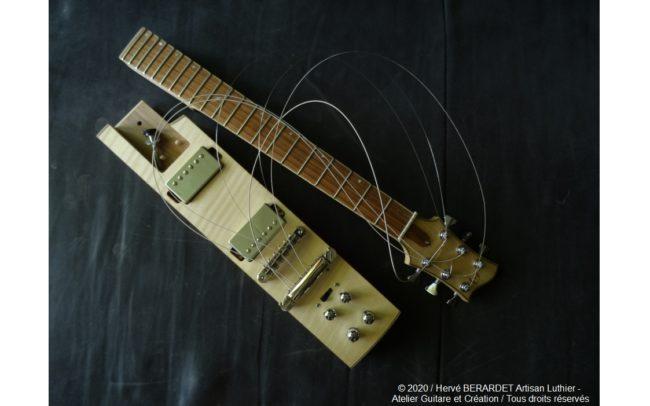 Osiris, Guitare Voyageuse et Modulaire - réalisée par Hervé BERARDET Artisan Luthier, atelier Guitare et Création - manche plié