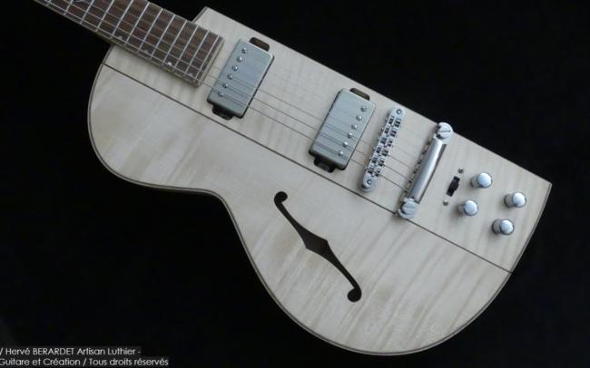 Osiris, Guitare Voyageuse et Modulaire - réalisée par Hervé BERARDET Artisan Luthier, atelier Guitare et Création - demi corps érable gauche