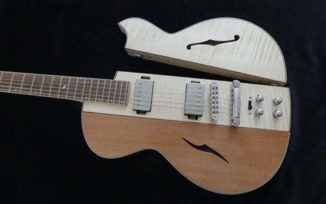 Osiris, Guitare Voyageuse et Modulaire - réalisée par Hervé BERARDET Artisan Luthier, atelier Guitare et Création - pan érable ouvert et poirier