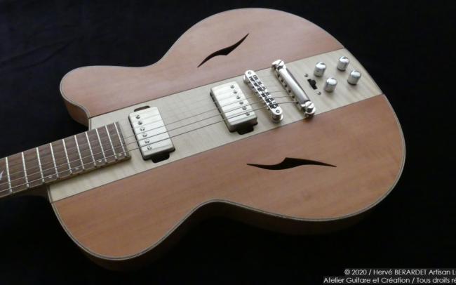 Osiris, Guitare Voyageuse et Modulaire - réalisée par Hervé BERARDET Artisan Luthier, atelier Guitare et Création - centre érable et côtés poirier