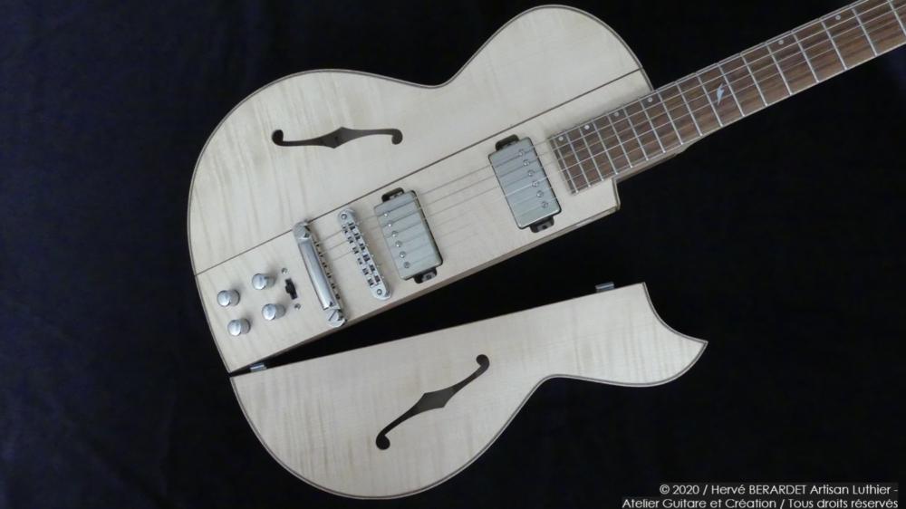 Osiris, Guitare Voyageuse et Modulaire - réalisée par Hervé BERARDET Artisan Luthier, atelier Guitare et Création - pan vénitien décroché