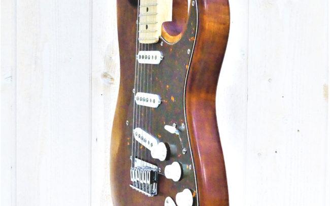 Custom Strato by Hervé BERARDET Maître Artisan Luthier, atelier Guitare et Création - Nov2020 - Profil